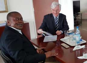 EISA Executive Director Denis Kadima with EU Ambassador to Mali, sign the funding contract in Bamako
